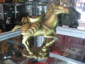 Ngựa Phong Thủy Cõng Đĩnh Vàng - 12cm